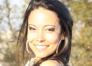Featuring Julia Morais Daloia