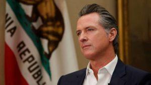 Devido à Alta de Casos de Covid-19 na Califórnia, Governador Emite Nova Ordem para que as Pessoas Fiquem em Casa