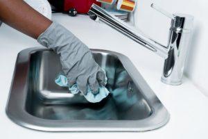 Perigoso ou Não? O Dilema Entre Donos de Casa e a Necessidade do Uso de Empregados Domésticos