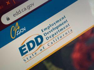Aproximadamente 350 mil Cartões de Débito do EDD Califórnia Estão Congelados, Entenda o Caso