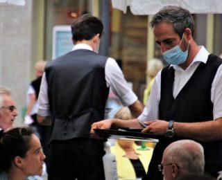 Após Início de Restrições na Califórnia, L.A. County Proíbe Serviços ao Ar Livre em Bares e Restaurantes