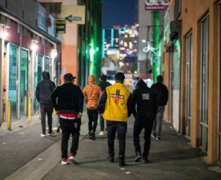 Festas Underground Estouram em Los Angeles, Mesmo com Mais de 20.000 Mortes no Estado
