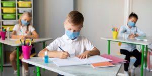 Escolas Públicas nos EUA Enfrentam Dilema Enquanto Aguardam Ação Emergencial