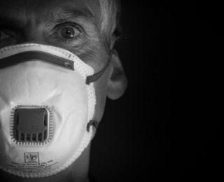 Escassez de Vacinas e Ameaça de Nova Variante da Covid-19 Assombram os EUA