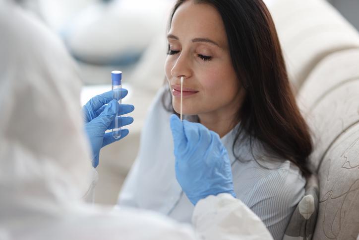 Mais Barato que o RT-PCR, Teste de Antígeno Agora é Aceito para Quem Está Entrando no Brasil